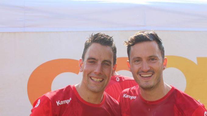 Frisch Geduscht Mit Champagner: Roger Marti (links) Und Michael Thoma Erlebten Einen Grandiosen Abschluss Ihrer Tätigkeit Als Leiter Der Bodenriege.
